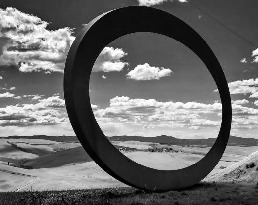sculpture-by-mauro-staccioli-framing-the-tuscan-landscape_bernd__1