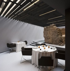 elegant minimalist and modern dinner in the perfect hotel