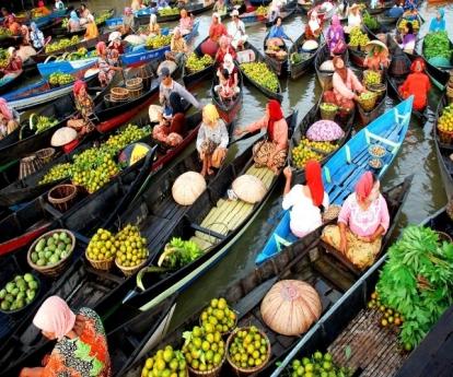 Muara-Kuin-Floating-Market-niceworldtourismcom