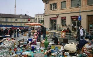 Torino. Il Gran Balon  da oltre 20 anni il mercato dell'antiquariato della Cittˆ di Torino, Circa 200 espositori occupano via Borgo Dora e dintorni con tutti i loro oggetti d'antiquariato e non, mobili antichi, oggetti da collezione.