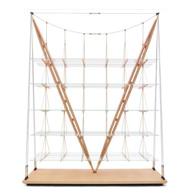 La librería Veleiro de Cassina es una pieza única diseñada por Franco Albini en 1939 para su propia casa en Milán es un desafío audaz a las leyes del equilibrio.